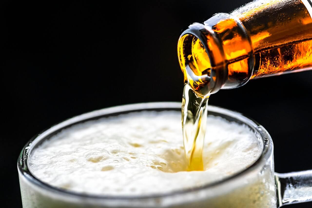Día Mundial de la cerveza: la microbiología detrás de la bebida